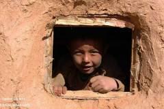 طفل هزاره و دریچهای به دنیای بیرون